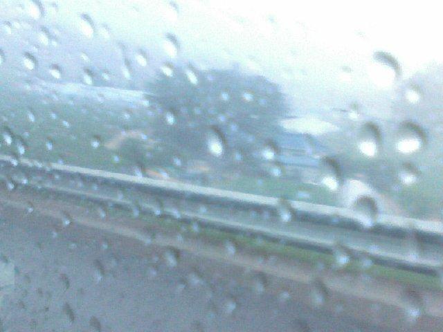 차창의 빗방울