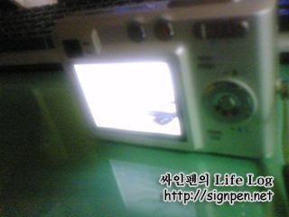 깨진 디카 LCD